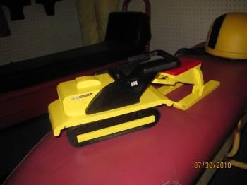 Hus Ski wood toy